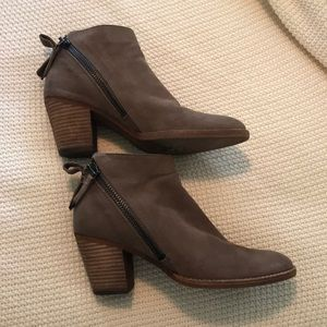 DOLCE VITA JAEGER BOOTIE SIZE 8 TAUPE